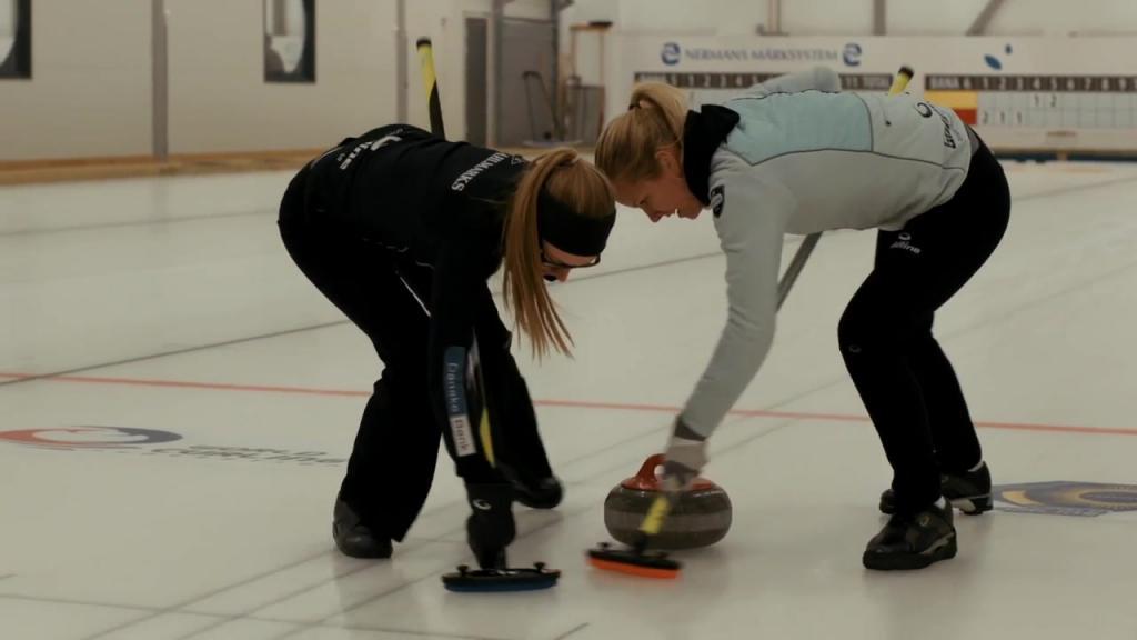 Spela Curling