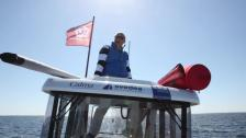 Vi lämnar vindsurfaren på öppet hav