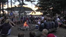 Allsång vid lägerbålet