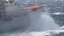 Dramatisk bärgning av ryskt hangarfartyg